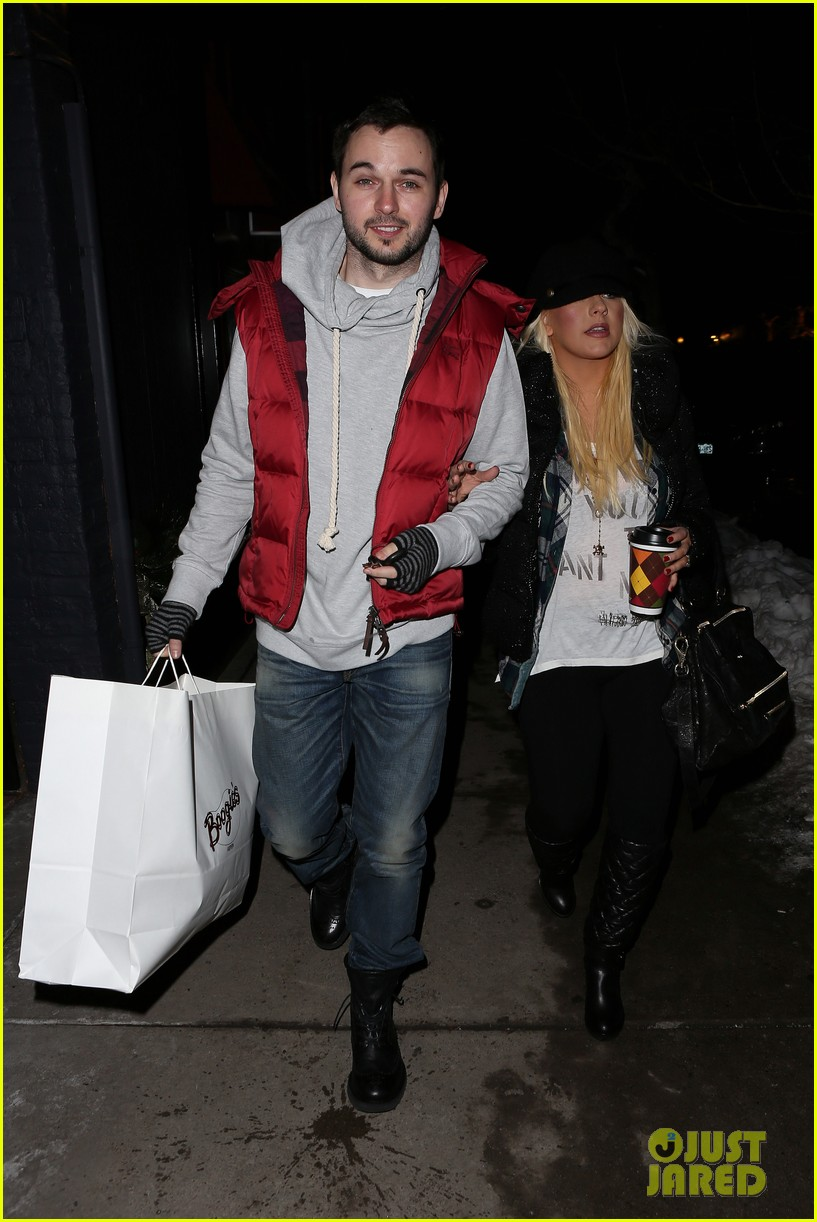 christina aguilera matthew rutler boogies shopping in aspen 042779846