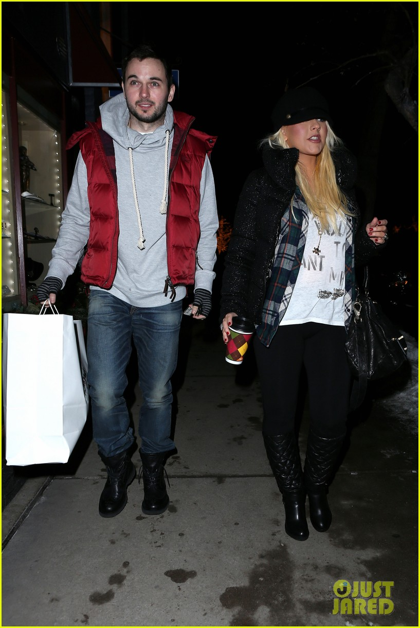 christina aguilera matthew rutler boogies shopping in aspen 052779847