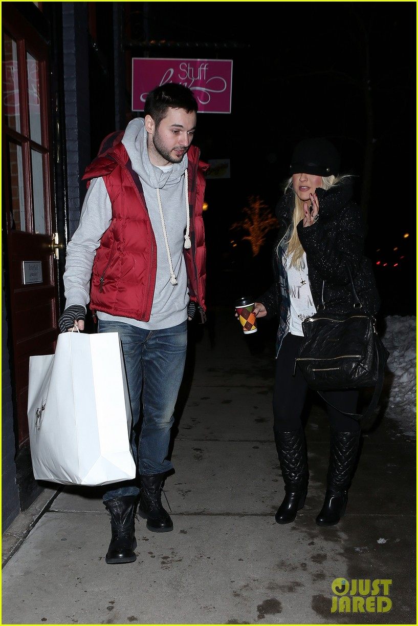 christina aguilera matthew rutler boogies shopping in aspen 07