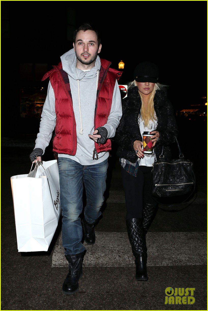 christina aguilera matthew rutler boogies shopping in aspen 092779851