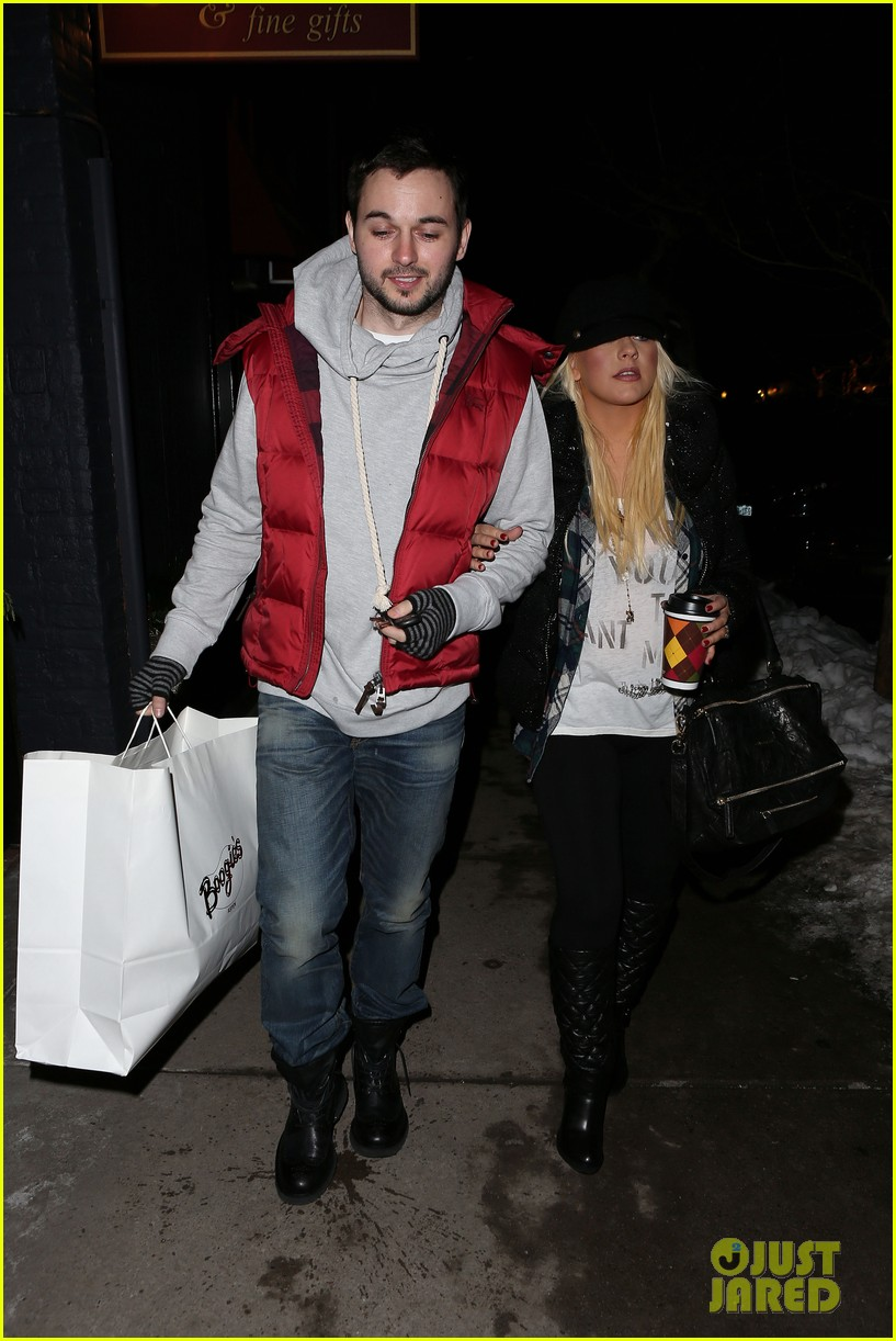 christina aguilera matthew rutler boogies shopping in aspen 112779853