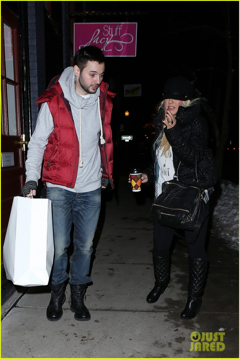 christina aguilera matthew rutler boogies shopping in aspen 152779857