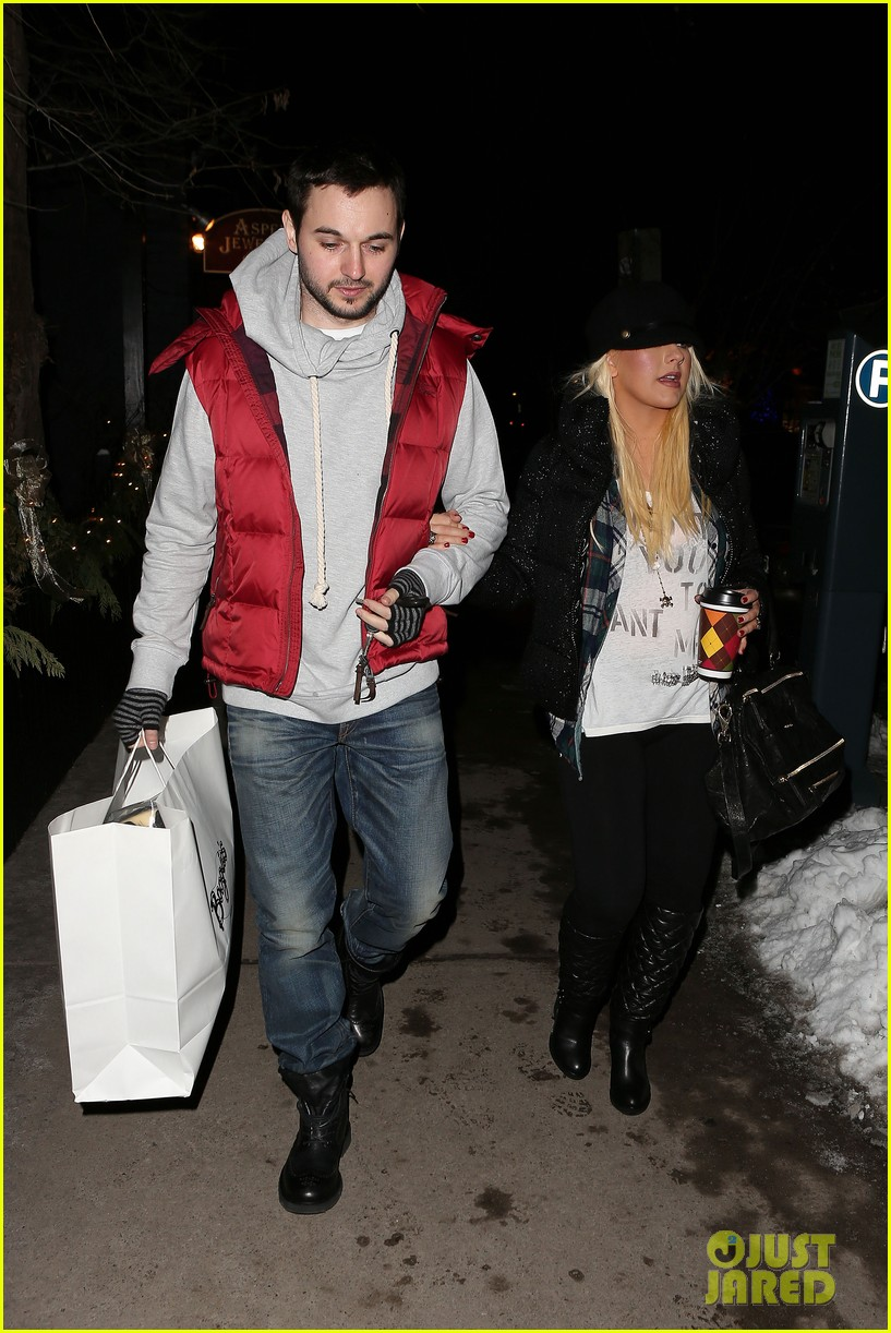 christina aguilera matthew rutler boogies shopping in aspen 16