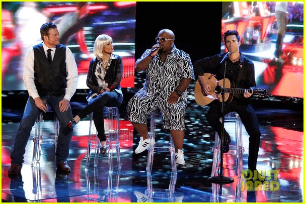 christina aguilera adam levine voice coaches sing green day for finale 012778177