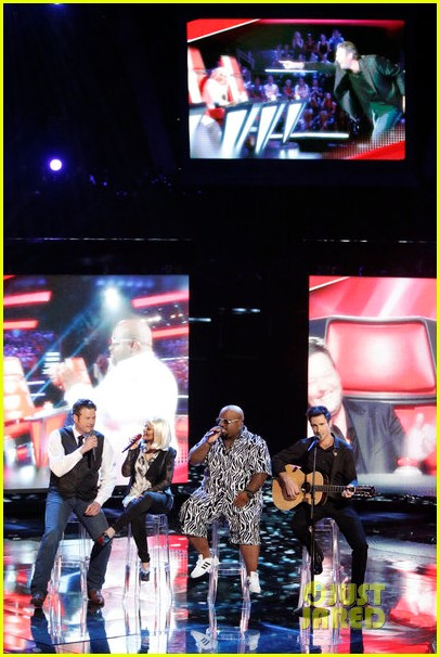 christina aguilera adam levine voice coaches sing green day for finale 032778179
