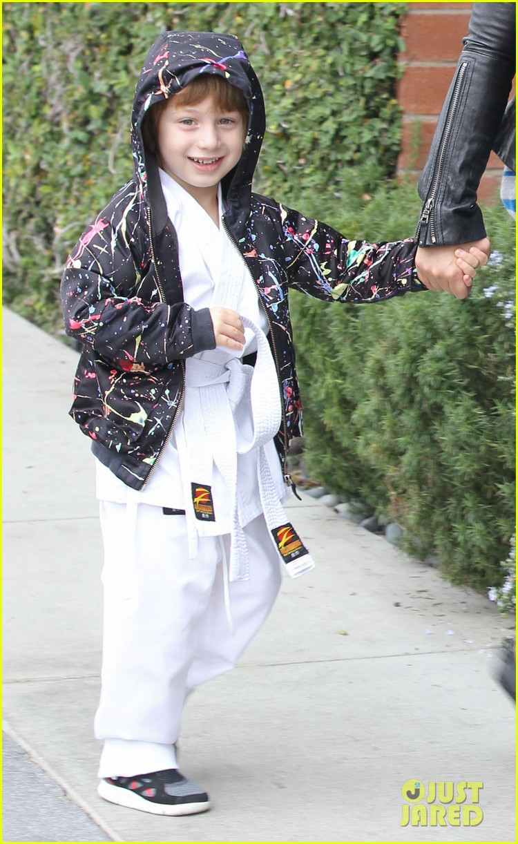 christina aguilera houstons lunch with karate boy max 02