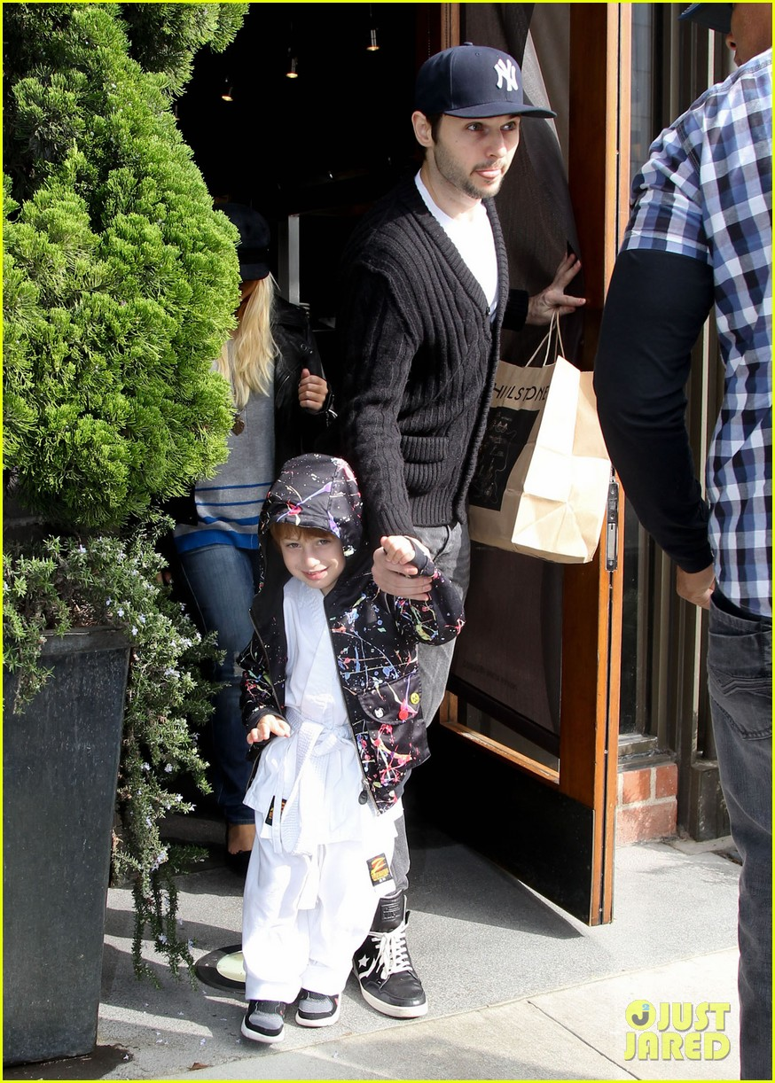 christina aguilera houstons lunch with karate boy max 032772034