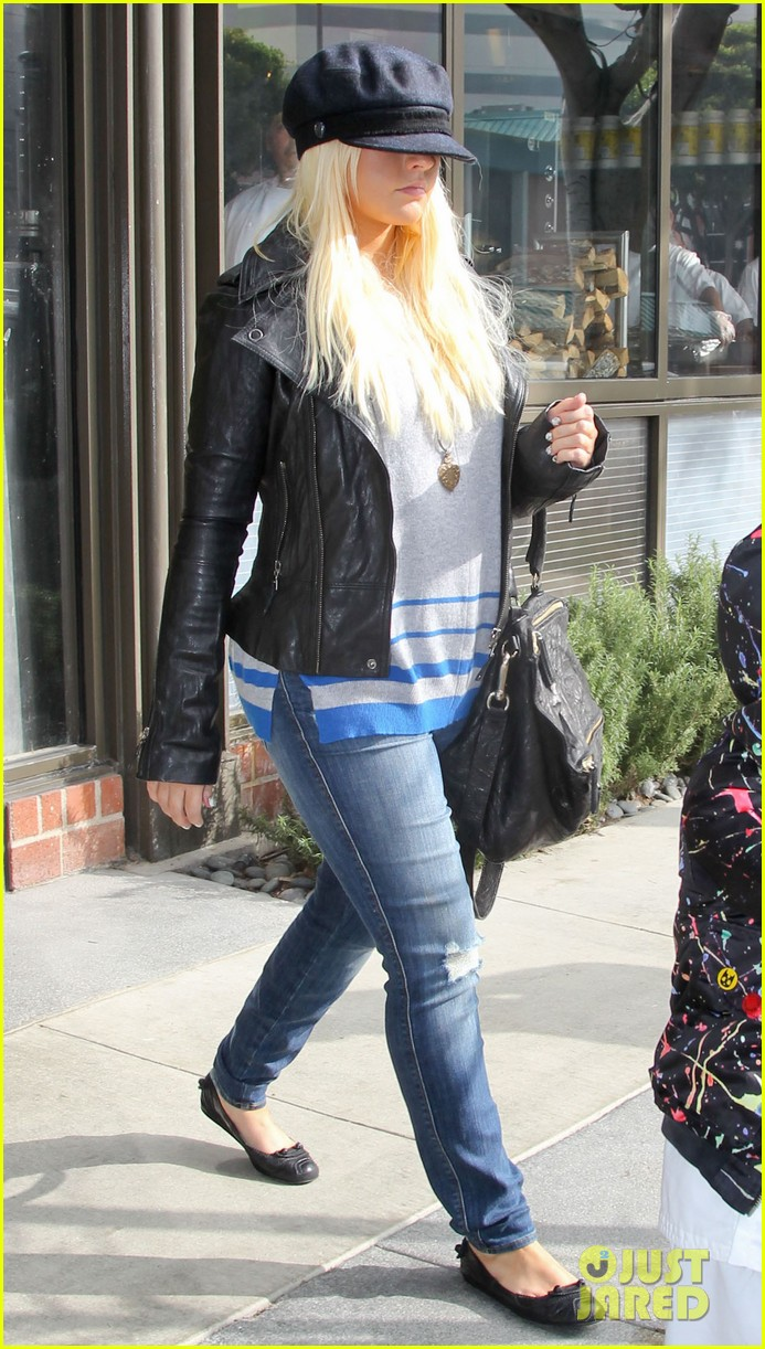 christina aguilera houstons lunch with karate boy max 05