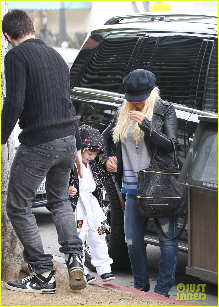 christina aguilera houstons lunch with karate boy max 06