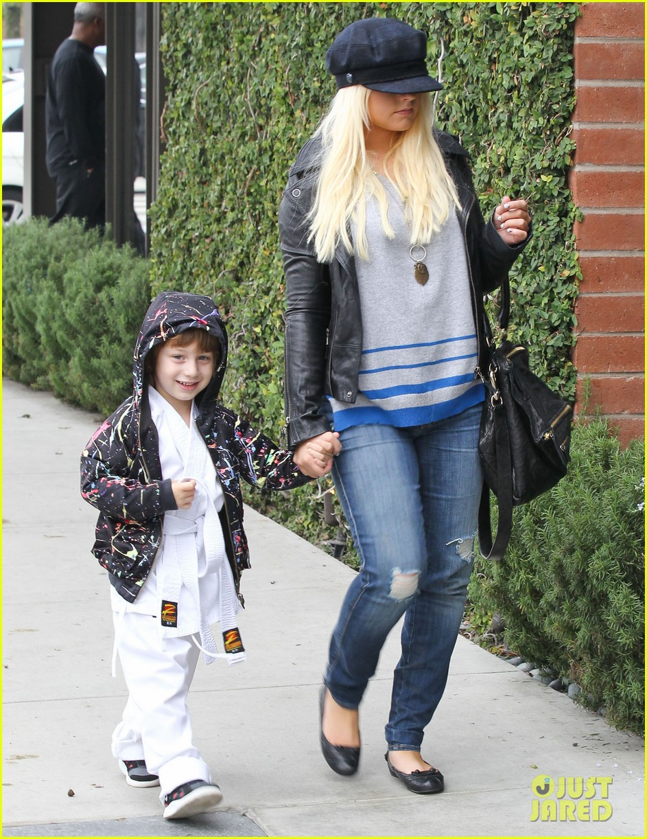christina aguilera houstons lunch with karate boy max 082772039