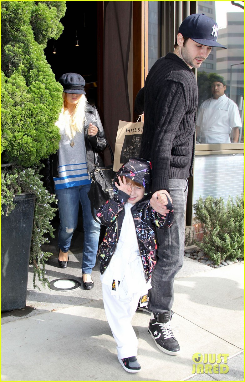 christina aguilera houstons lunch with karate boy max 122772043