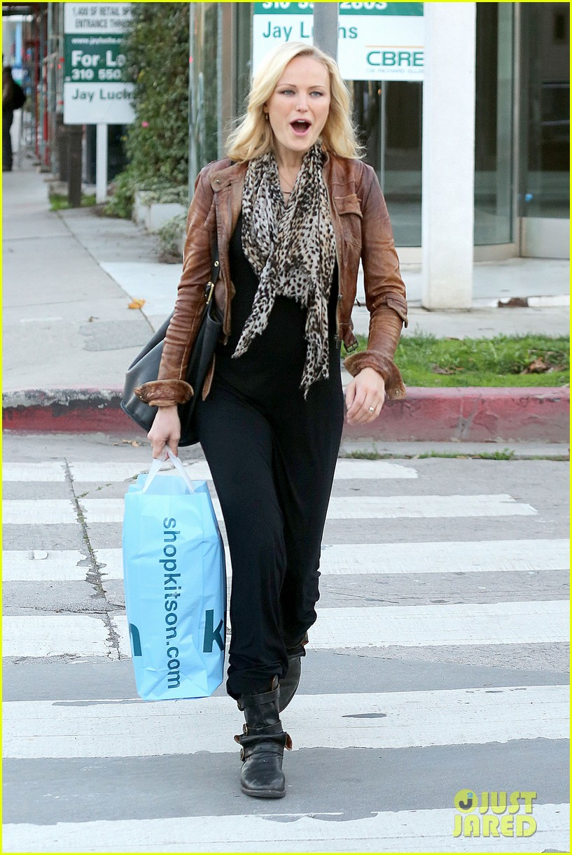 malin akerman kitson christmas shopper 03