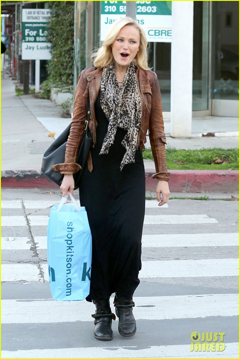 malin akerman kitson christmas shopper 09
