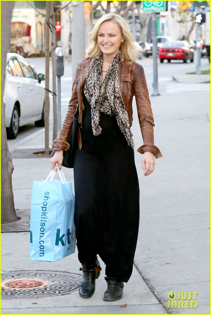 malin akerman kitson christmas shopper 102779237
