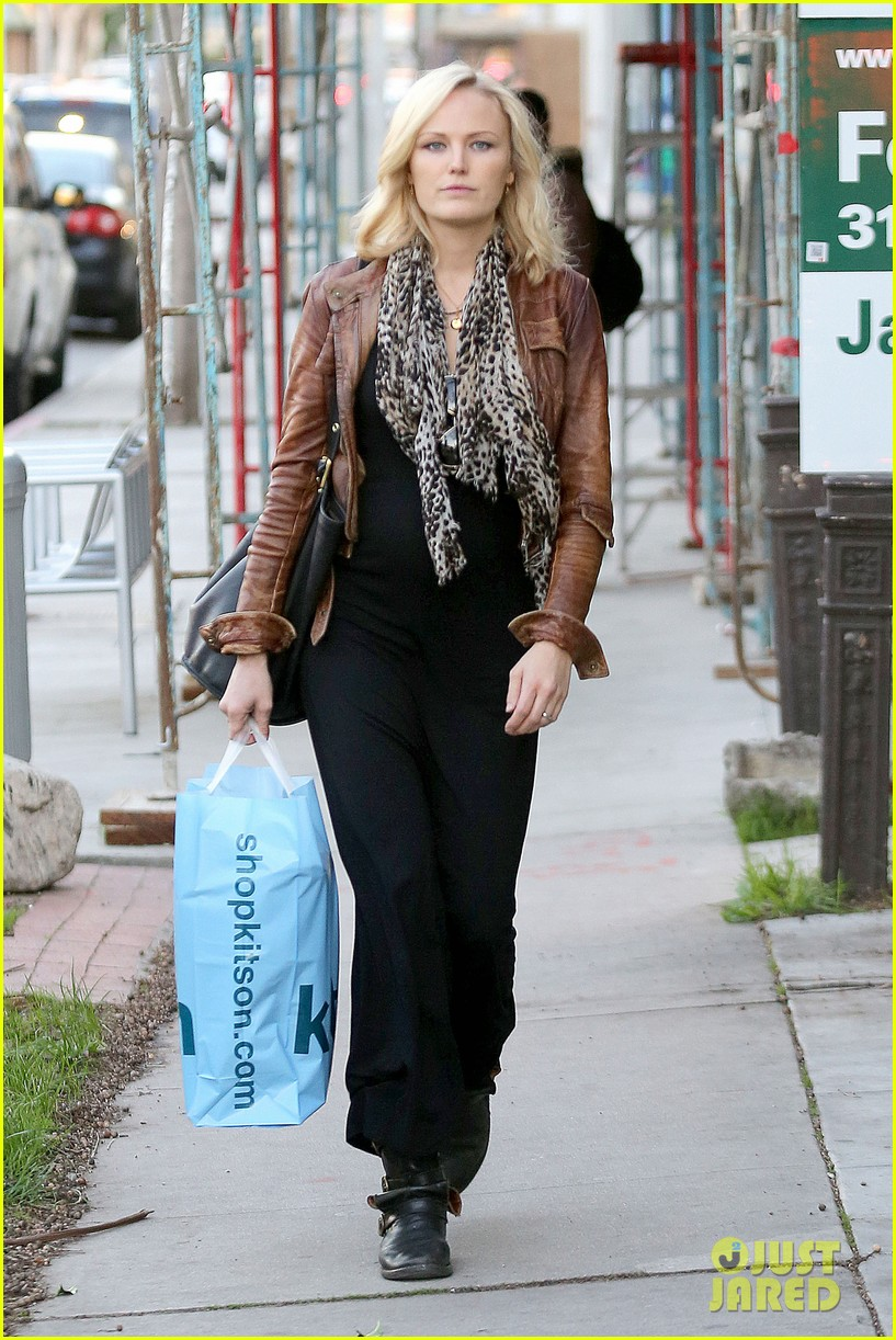 malin akerman kitson christmas shopper 122779239