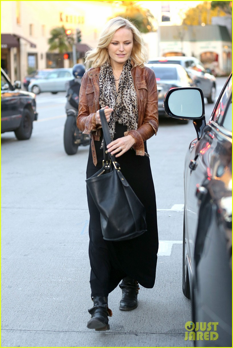 malin akerman kitson christmas shopper 132779240