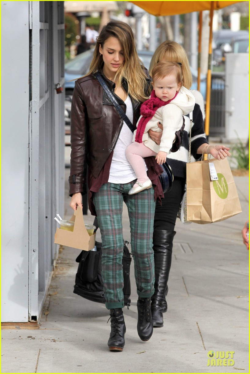 jessica alba & haven last minute holiday shopping with mother catherine 012780209