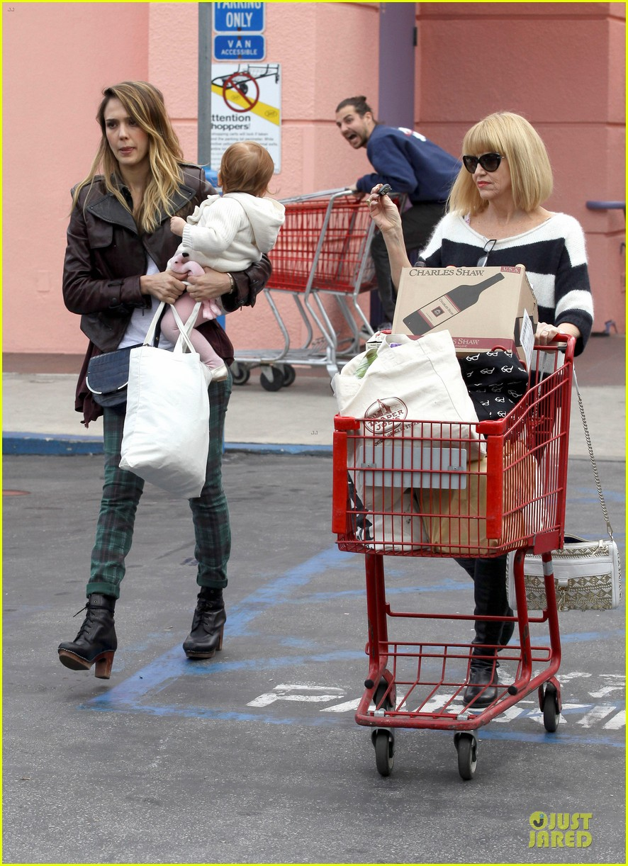 jessica alba & haven last minute holiday shopping with mother catherine 032780211