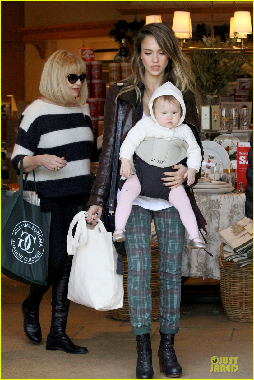 jessica alba & haven last minute holiday shopping with mother catherine 052780213