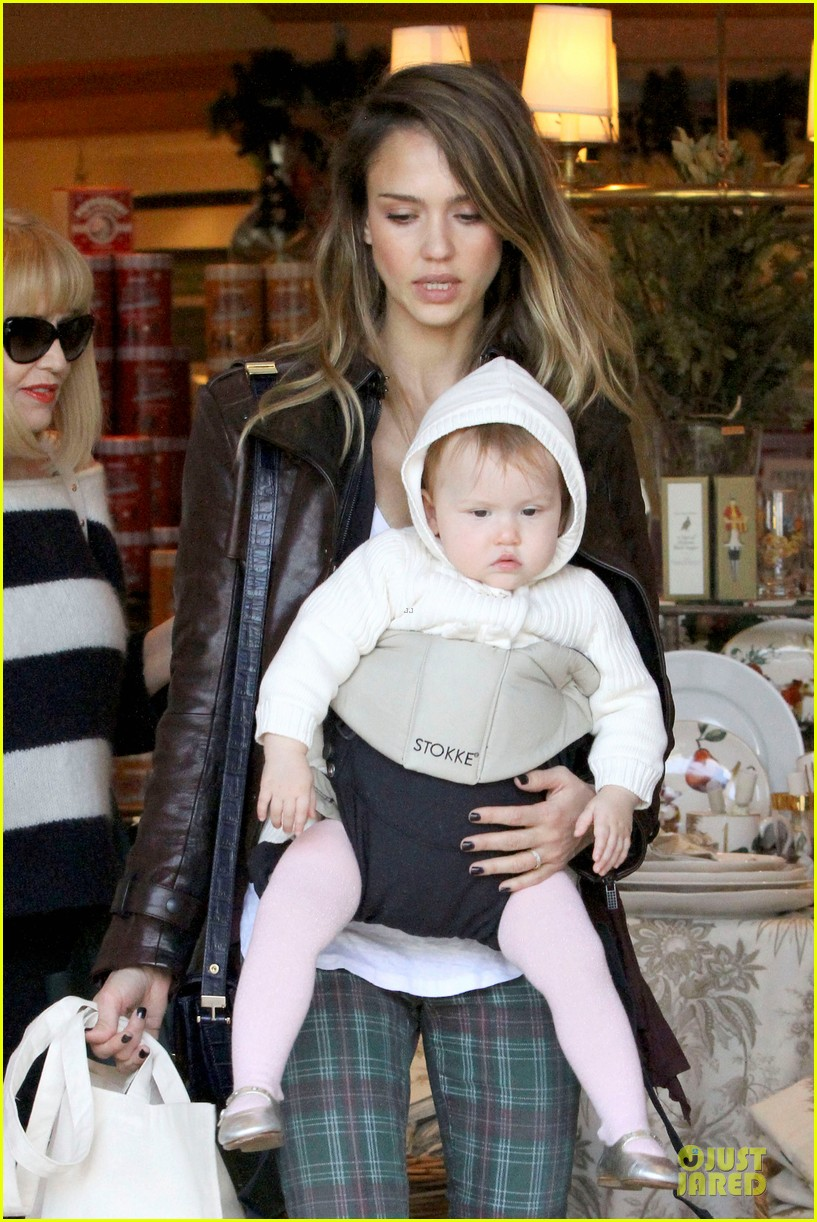 jessica alba & haven last minute holiday shopping with mother catherine 082780216