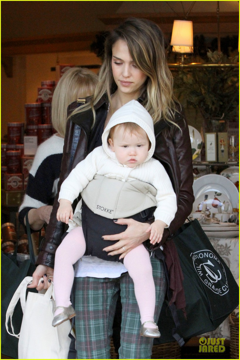 jessica alba & haven last minute holiday shopping with mother catherine 09