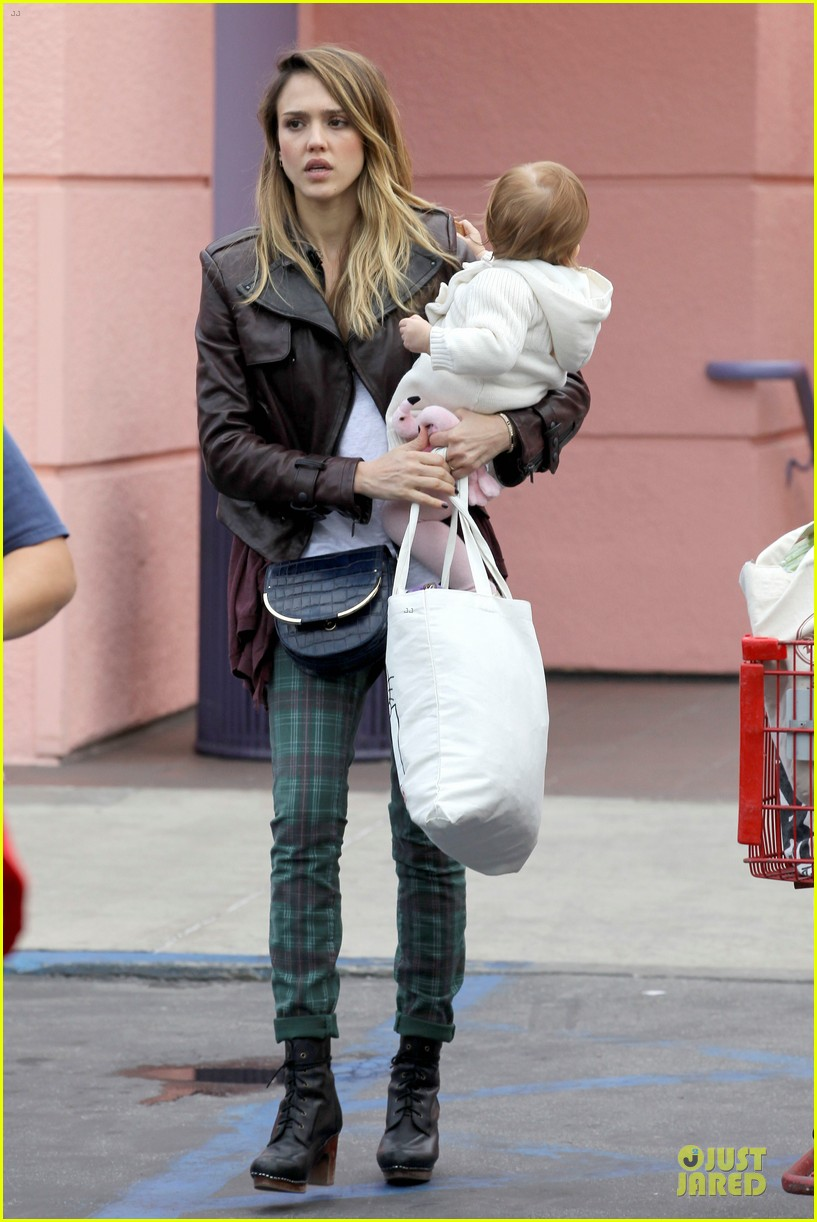 jessica alba & haven last minute holiday shopping with mother catherine 102780218