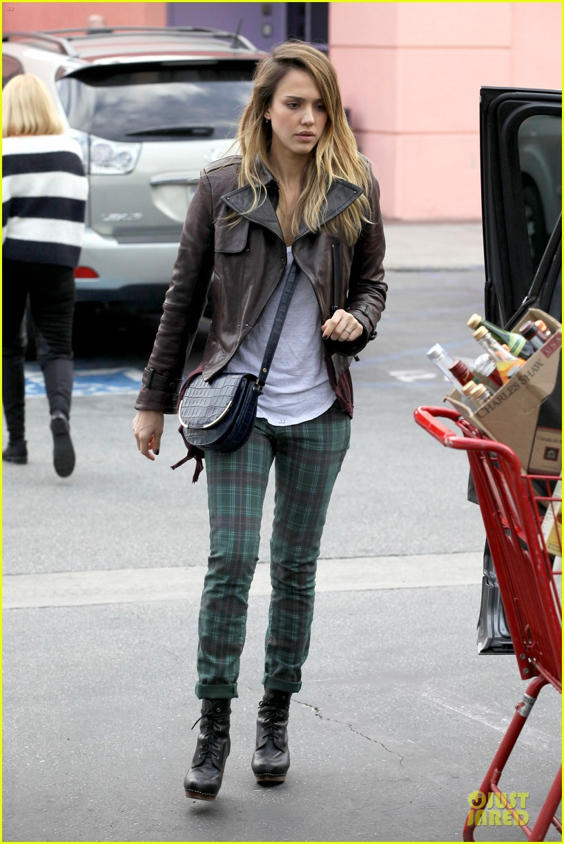 jessica alba & haven last minute holiday shopping with mother catherine 112780219