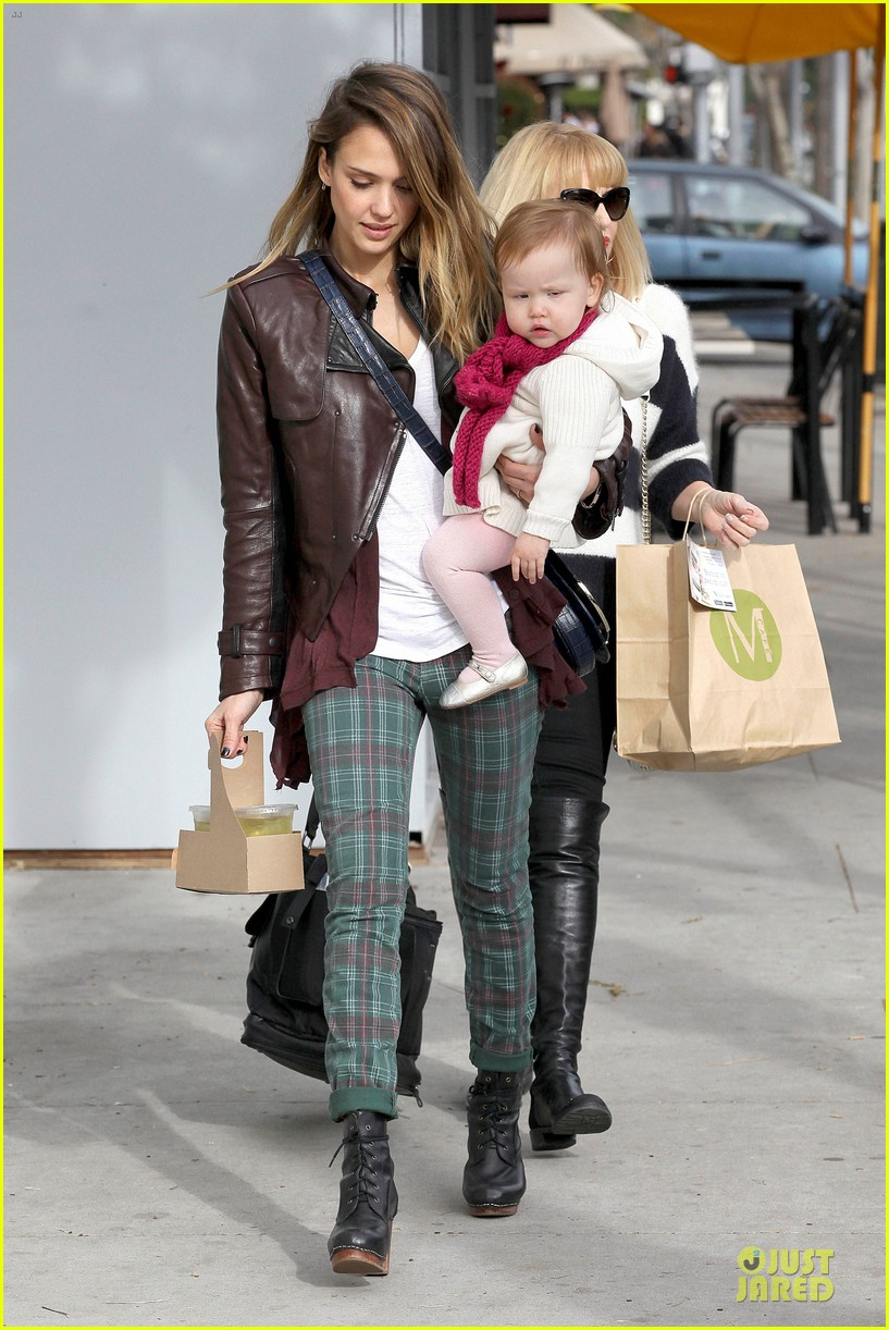 jessica alba & haven last minute holiday shopping with mother catherine 122780220