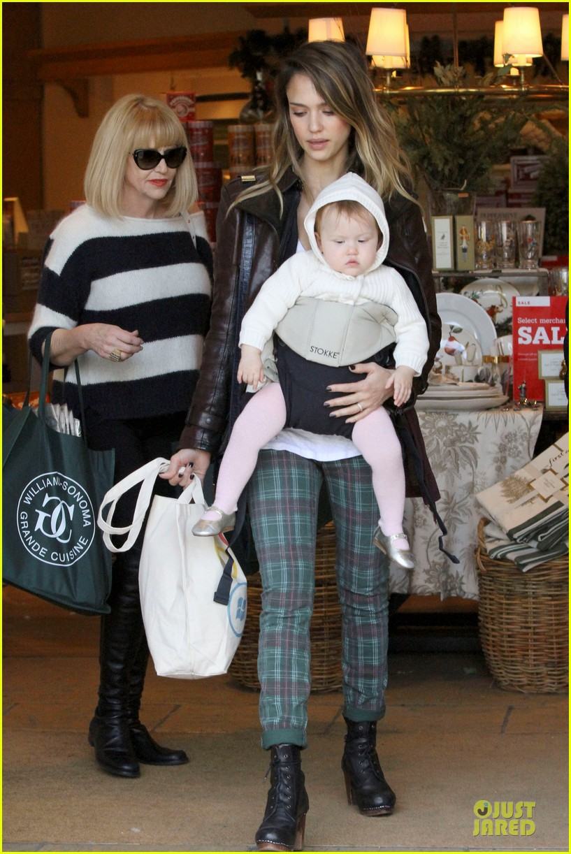 jessica alba & haven last minute holiday shopping with mother catherine 152780223