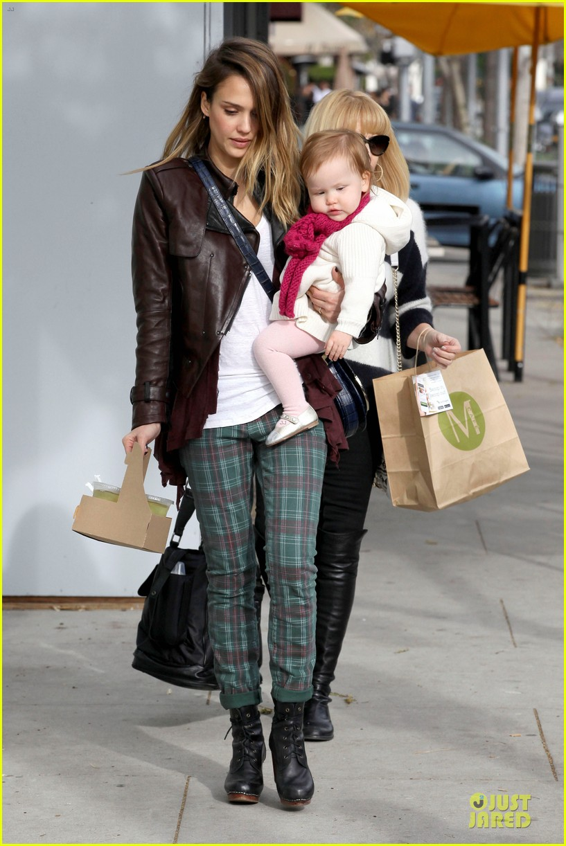 jessica alba & haven last minute holiday shopping with mother catherine 162780224