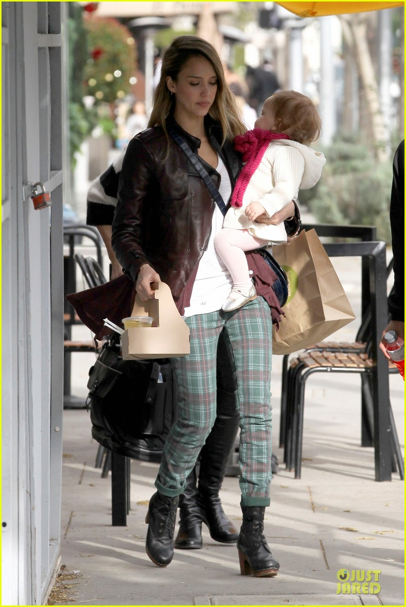 jessica alba & haven last minute holiday shopping with mother catherine 172780225