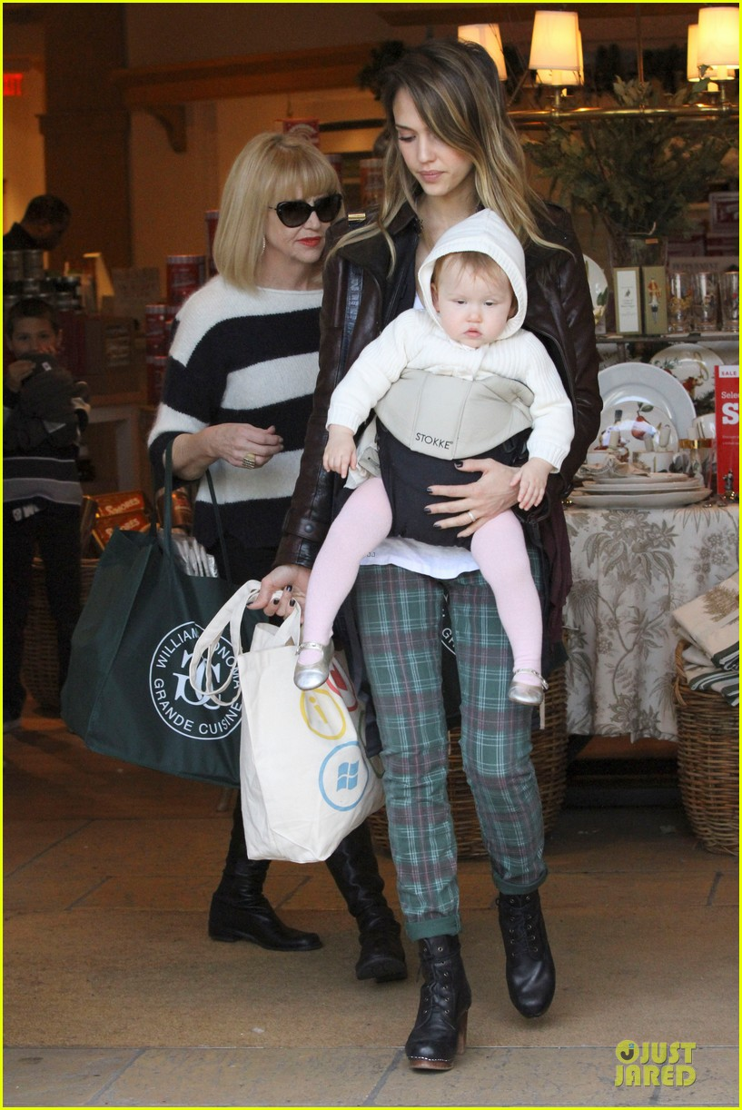 jessica alba & haven last minute holiday shopping with mother catherine 182780226