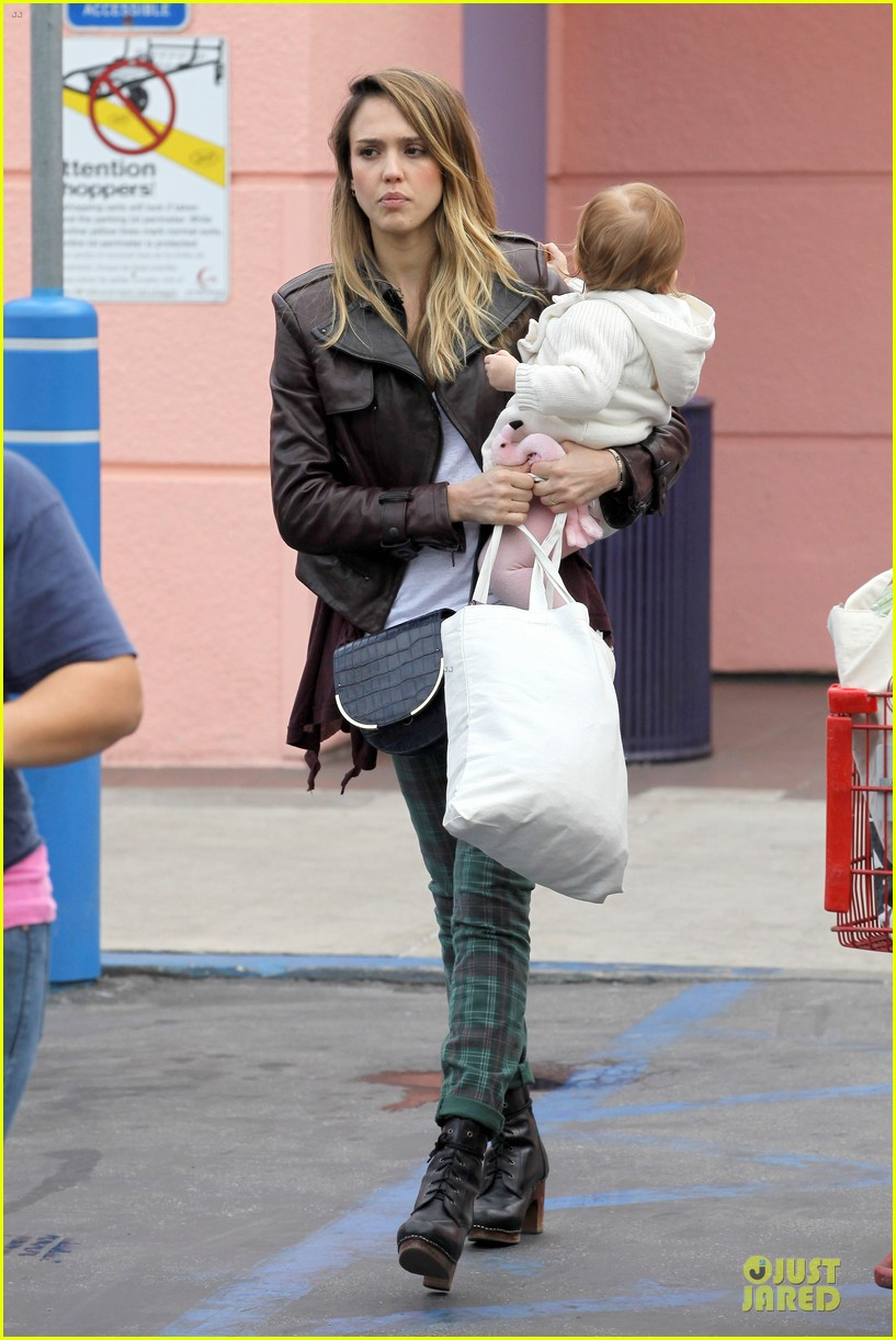 jessica alba & haven last minute holiday shopping with mother catherine 192780227