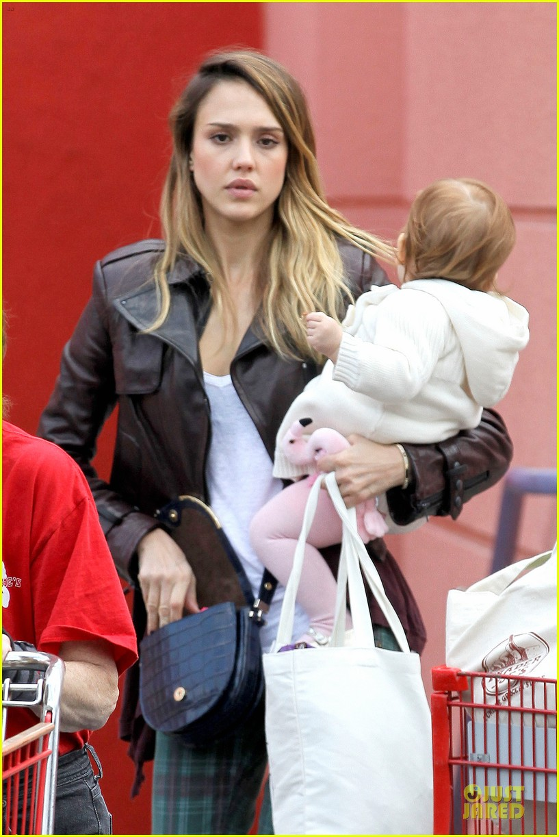 jessica alba & haven last minute holiday shopping with mother catherine 20