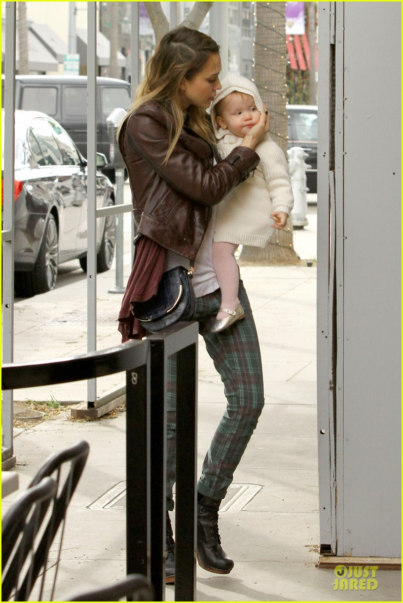 jessica alba & haven last minute holiday shopping with mother catherine 23