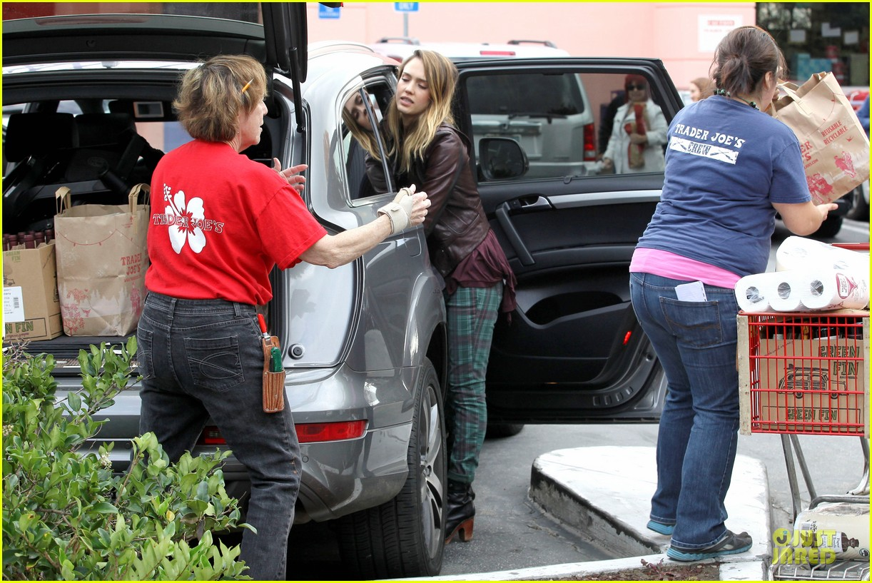 jessica alba & haven last minute holiday shopping with mother catherine 242780232