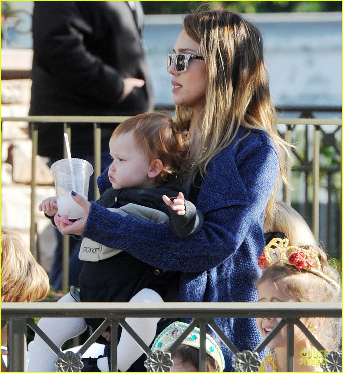 jessica alba & cash warren disneyland with the girls 022777164