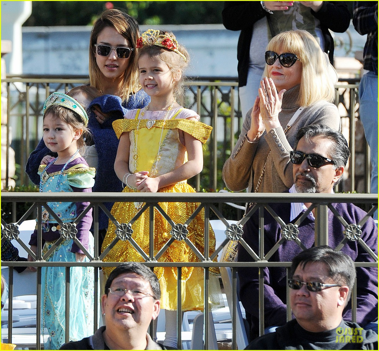 jessica alba & cash warren disneyland with the girls 082777170