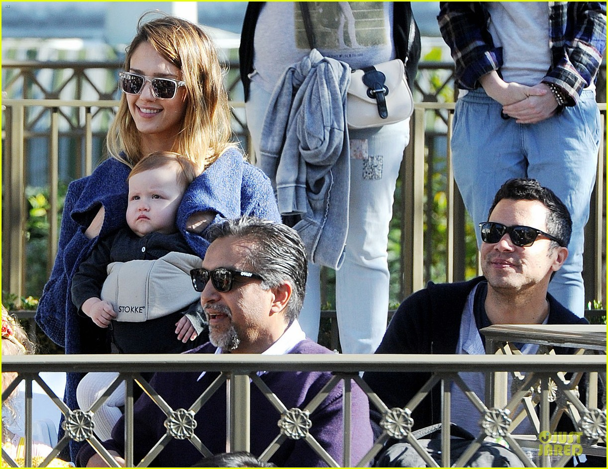 jessica alba & cash warren disneyland with the girls 10