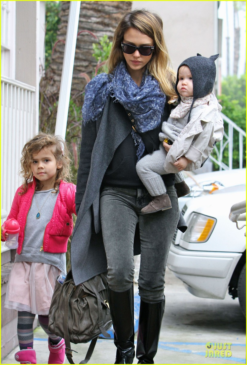 jessica alba tavern lunch with the kids 102772654