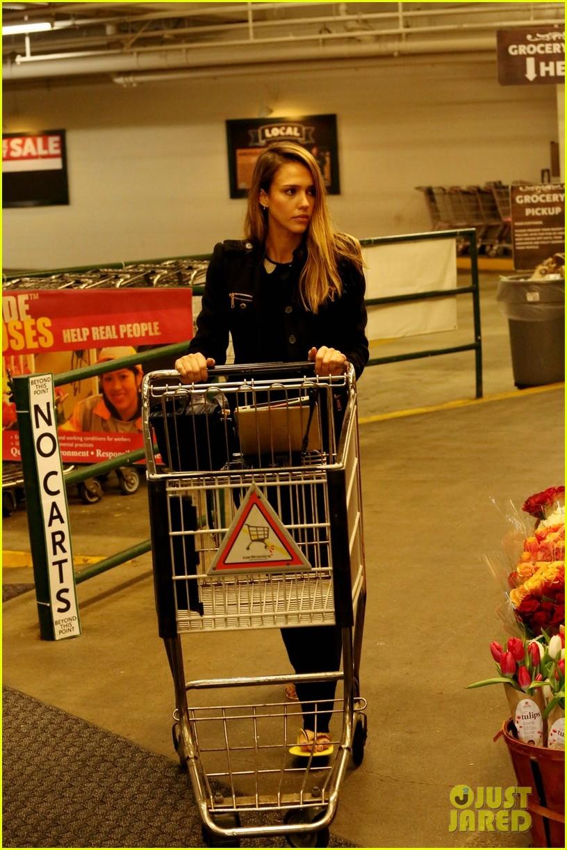 jessica alba whole foods shopper 072781684