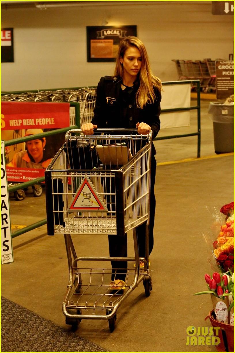 jessica alba whole foods shopper 092781686
