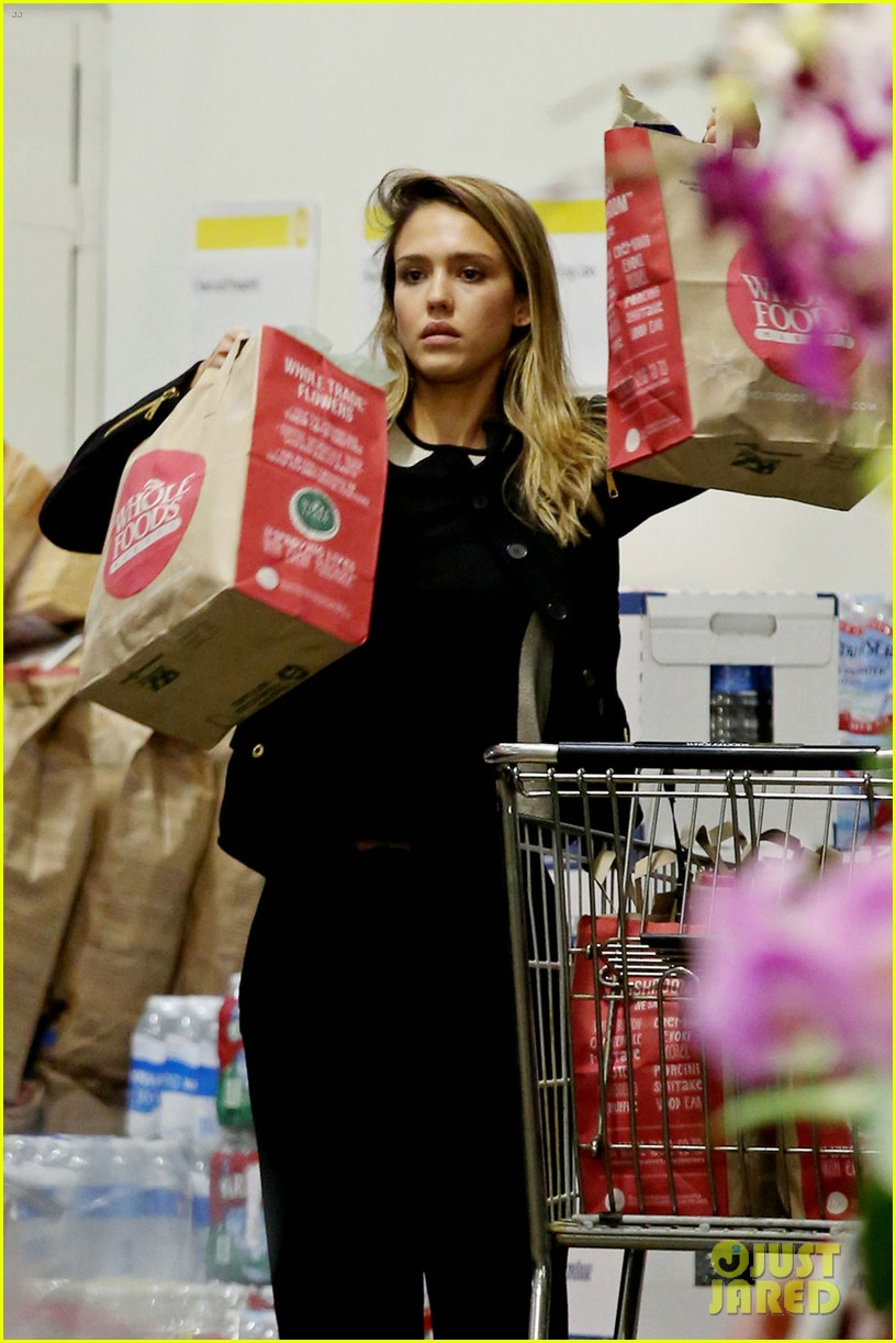 jessica alba whole foods shopper 10
