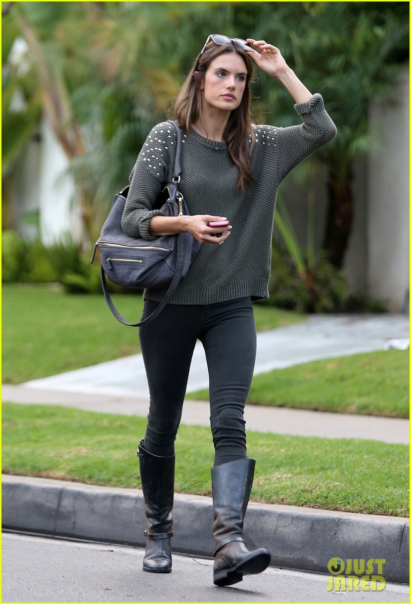 alessandra ambrosio eat healthy during post pregnancy diet 062767412