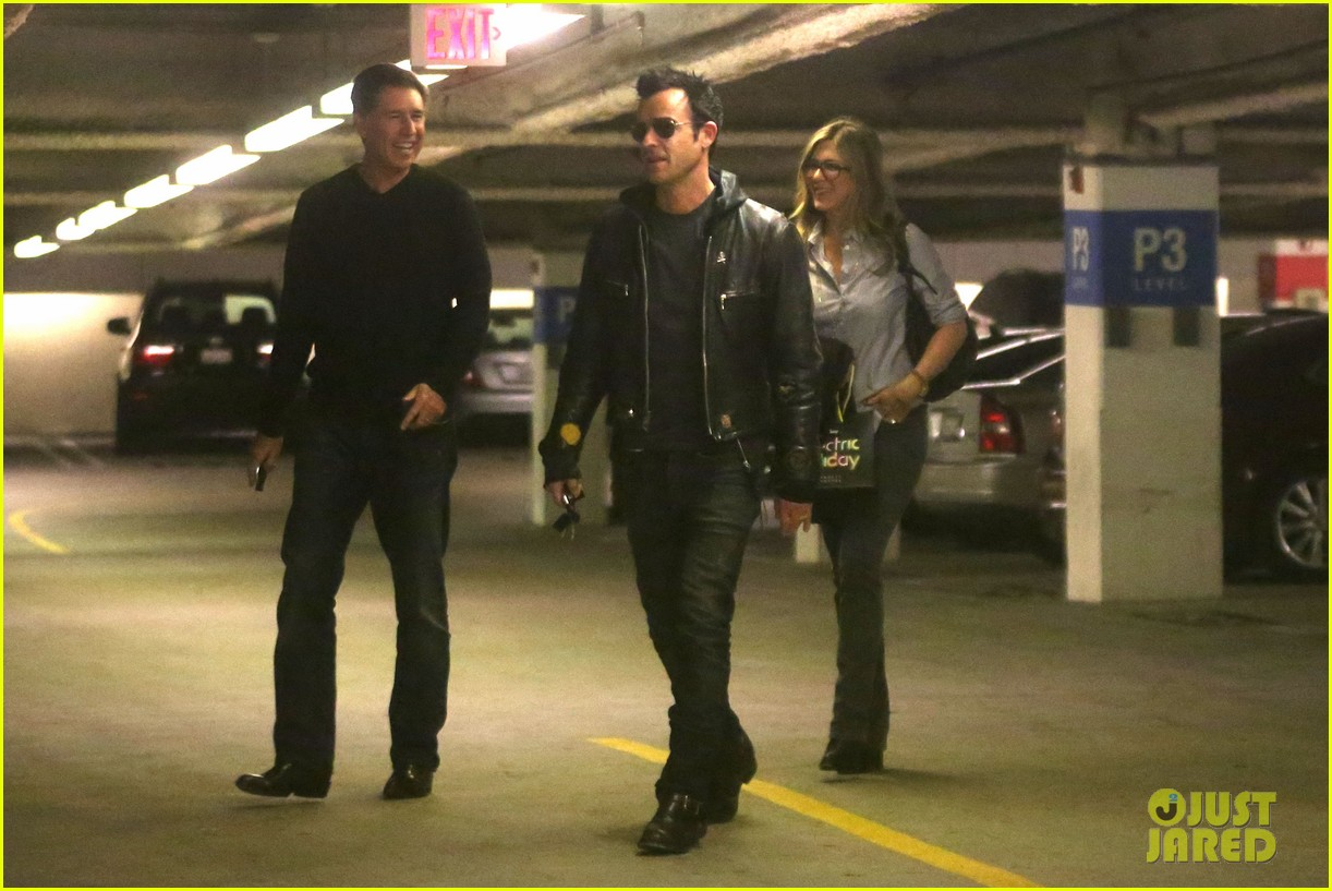 jennifer aniston justin theroux barneys new york shoppers 082772107