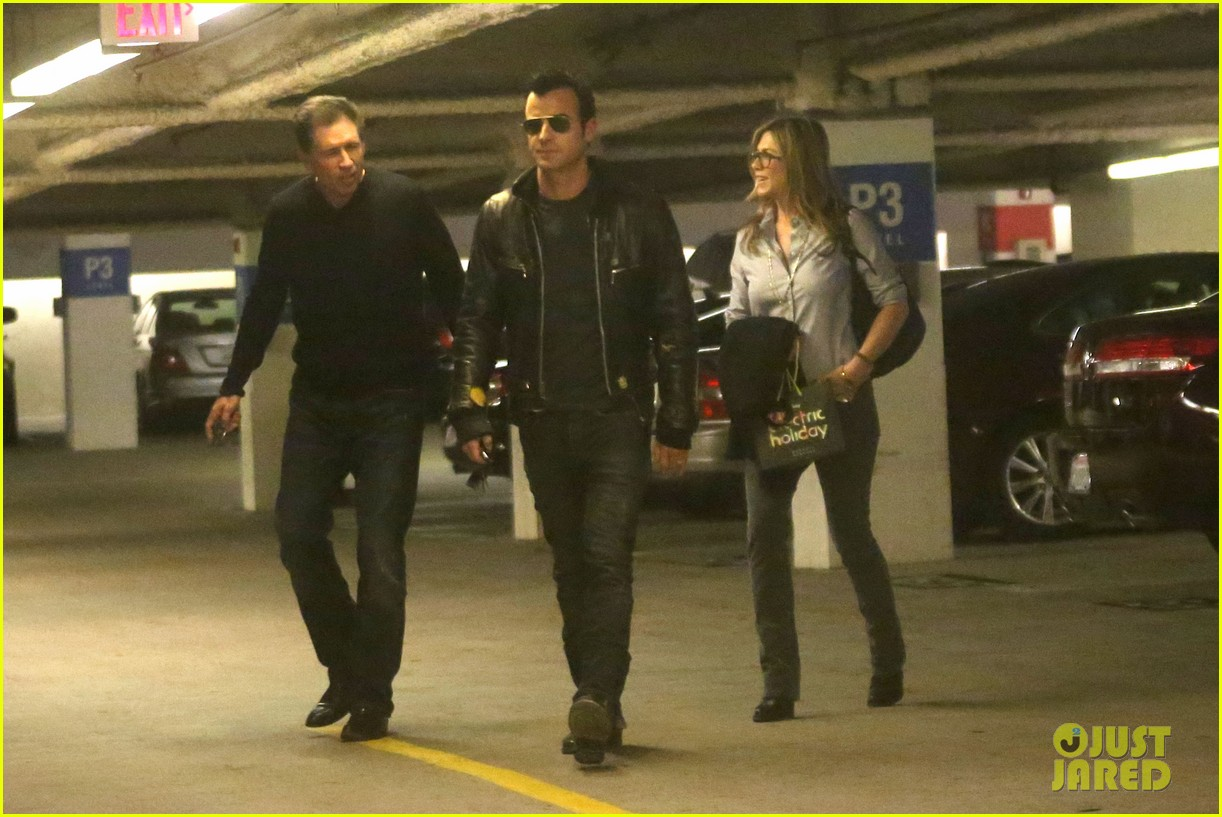 jennifer aniston justin theroux barneys new york shoppers 13