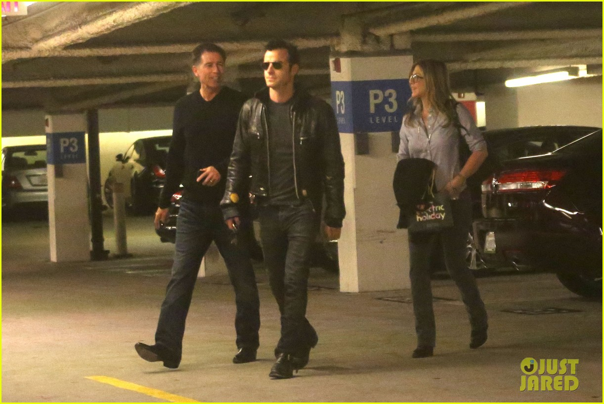 jennifer aniston justin theroux barneys new york shoppers 20