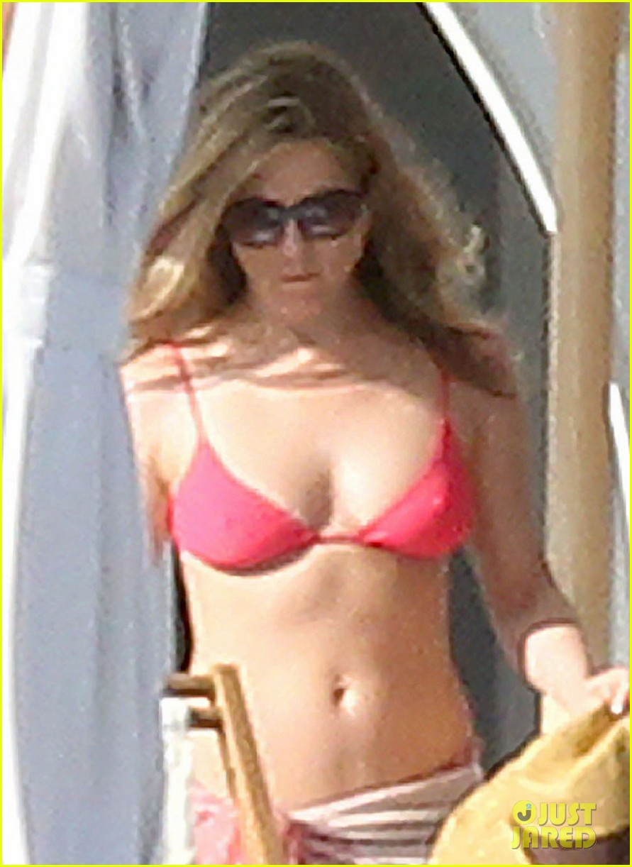 jennifer aniston bikini sunbathing with shirtless justin theroux 022780804
