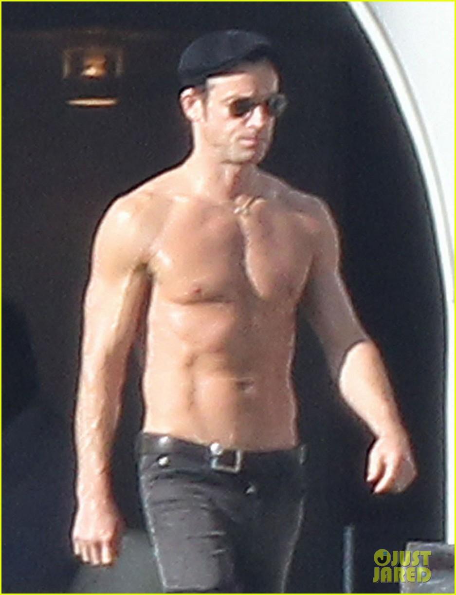 jennifer aniston bikini sunbathing with shirtless justin theroux 042780806