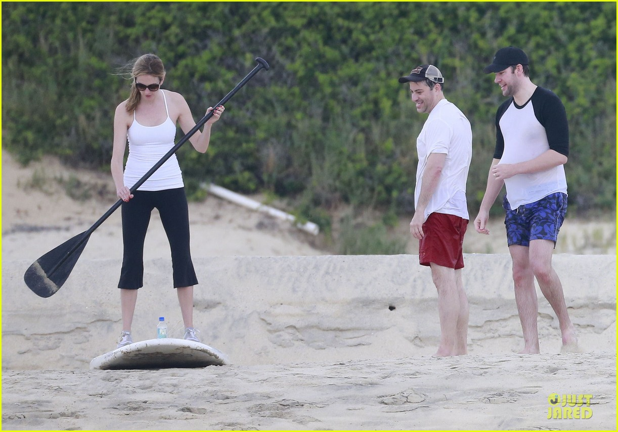 jennifer aniston & justin theroux paddle boarding fun with friends 182782126